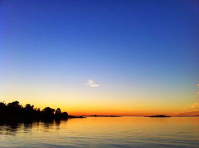 Solnedgång över Rödlöga i en rätt hyfsad mobilbild.