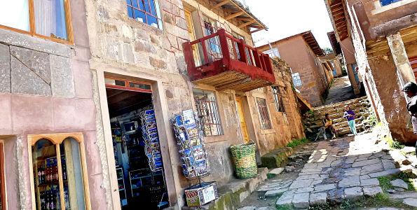 More tourism shops...
