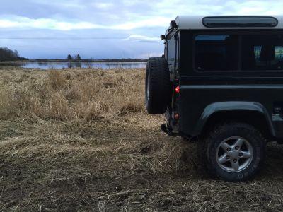 Off road runt Roxen med Land Rovern