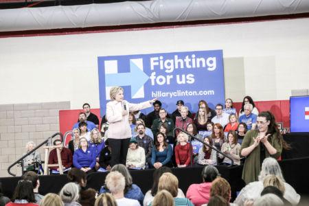 Clinton kämpar i Iowa 2016